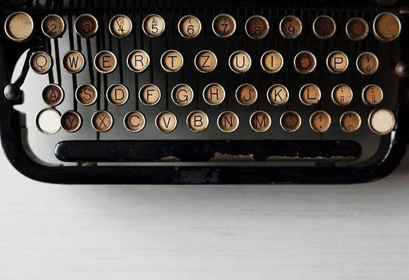 typewriter-2563457_640.jpg